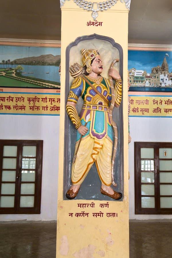 Forntida episk hjälte Karna i Bharat Mandir arkivbilder
