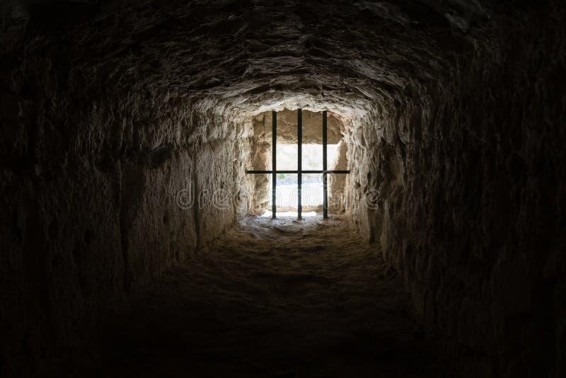 Forntida fängelsefönster royaltyfri bild