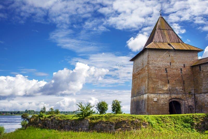 Forntida fästning av den Shlisselburg staden arkivbilder