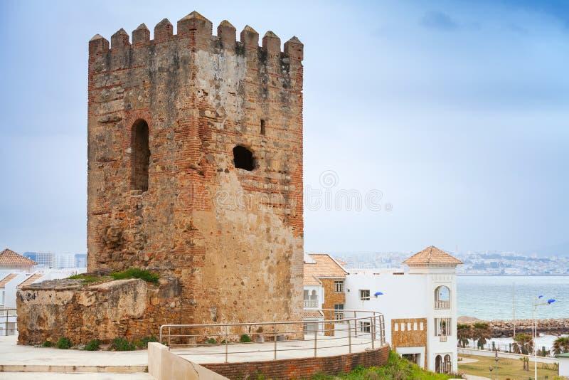Forntida fästningtorn i Tangier, Marocko royaltyfri fotografi