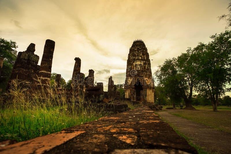 Forntida fördärvade Wat Phra Phai Luang i Sukhothai royaltyfria foton