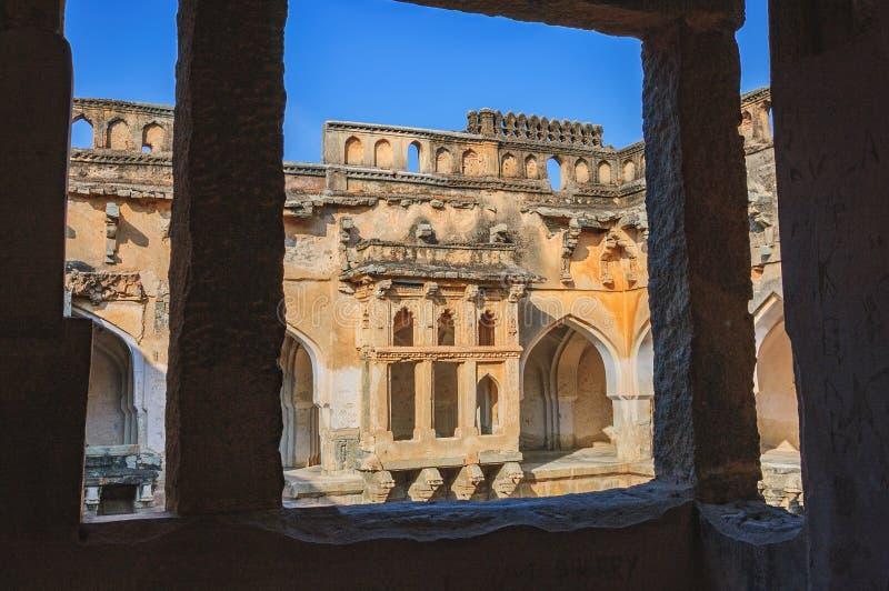 Forntida fördärvar av bad för drottning` s i Hampi, Indien royaltyfri bild