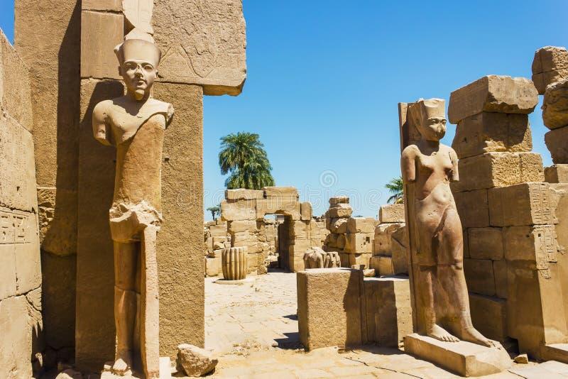Forntida fördärvar av det Karnak tempelet i Egypten royaltyfri fotografi