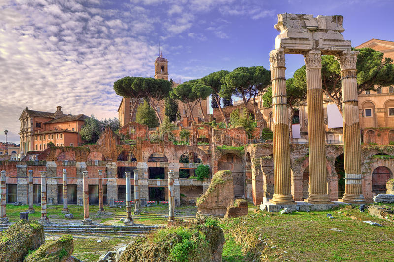 Forntida fördärvar. Rome Italien. royaltyfri foto