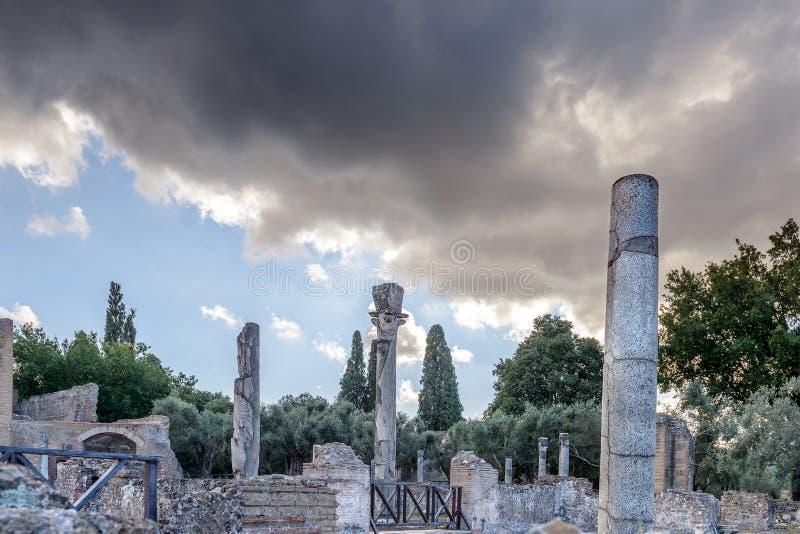 Forntida fördärvar av villan Adriana, Tivoli, Italien royaltyfria bilder