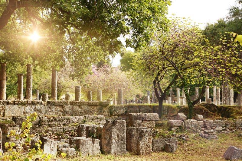 Forntida fördärvar i arkeologiskt museum i Olympia Grekland fotografering för bildbyråer