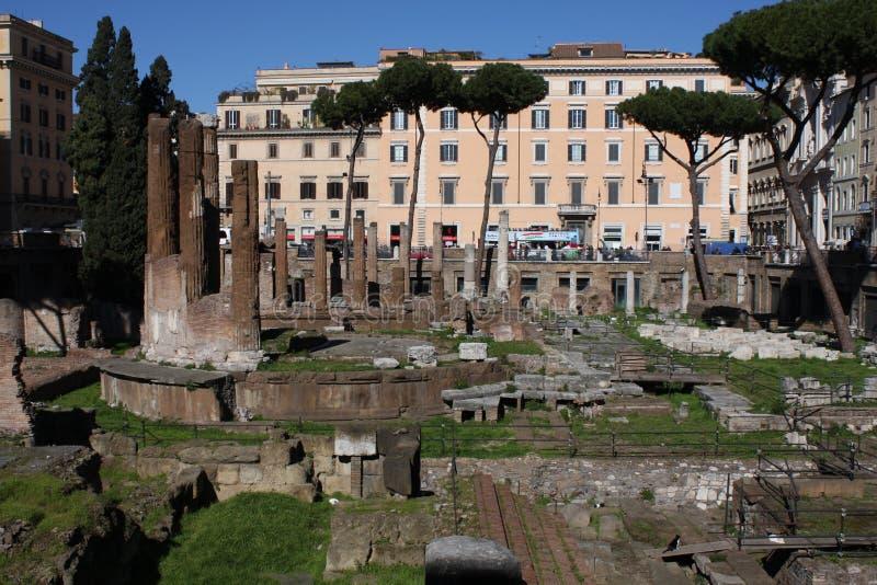 Forntida fördärvar i Rome Italien - Largo di Torre Argentina, den Ancien romaren fördärvar royaltyfri fotografi