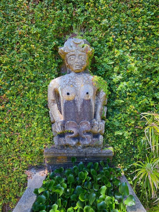 Forntida fontain i hertig av den Terceira trädgården, Angra, Terceira, Azo royaltyfri fotografi