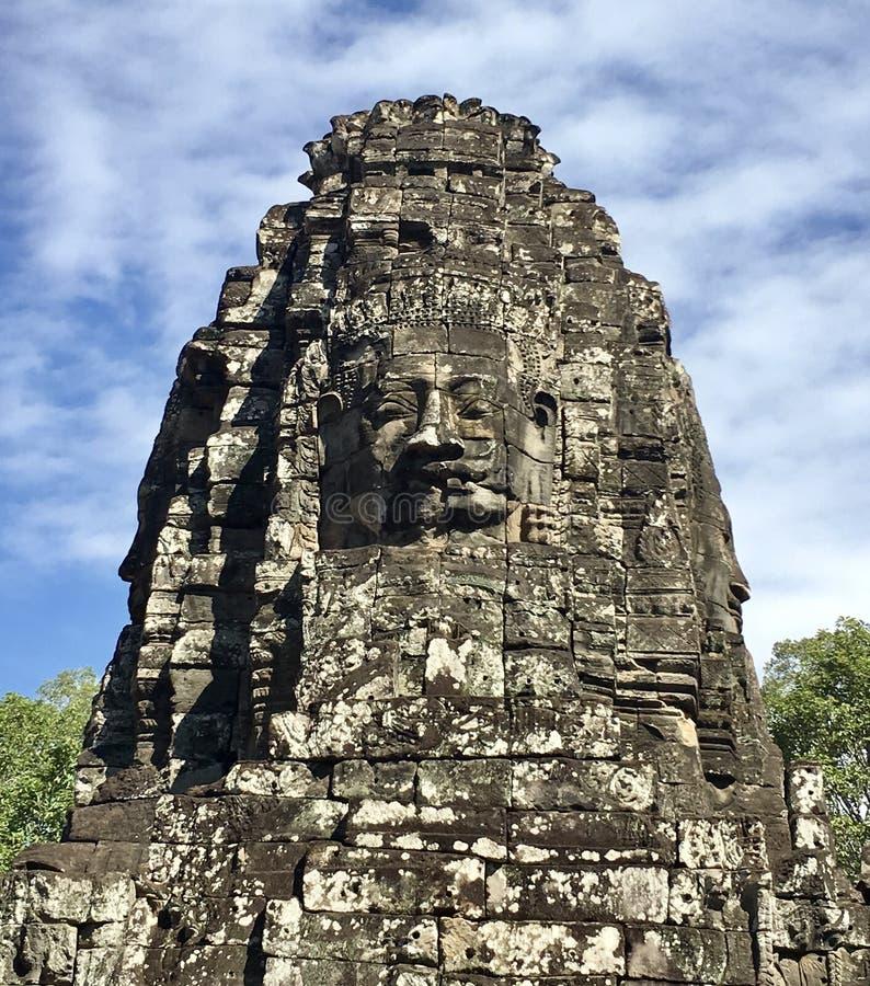 Forntida framsida på Angkor Thom arkivbild