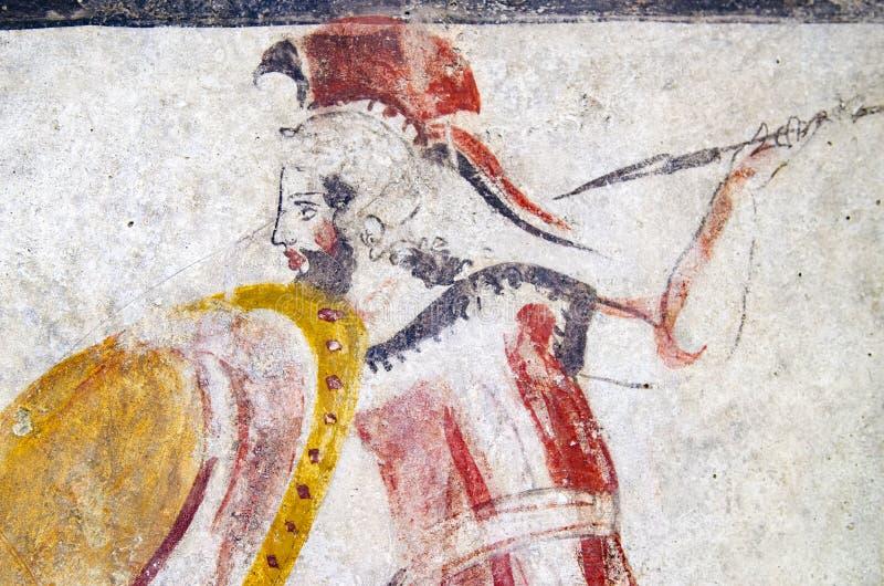 Forntida frescoes i krigaregravvalvet av Magna Greece, 500 f. Kr. i nekropolen av Pestum av Italien royaltyfri bild