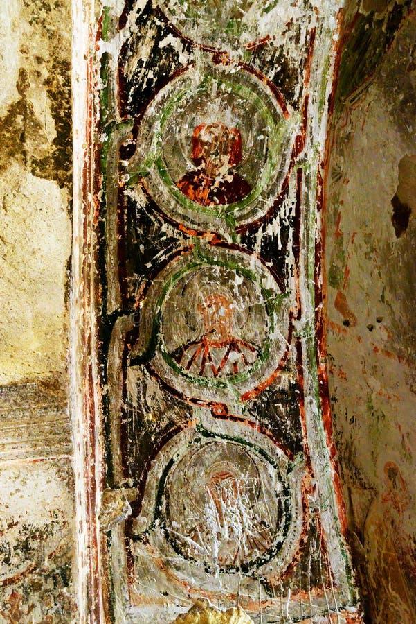 Forntida freskomålning i kyrka av St John det baptistiskt i Cavusin cappadocia kalkon arkivfoton