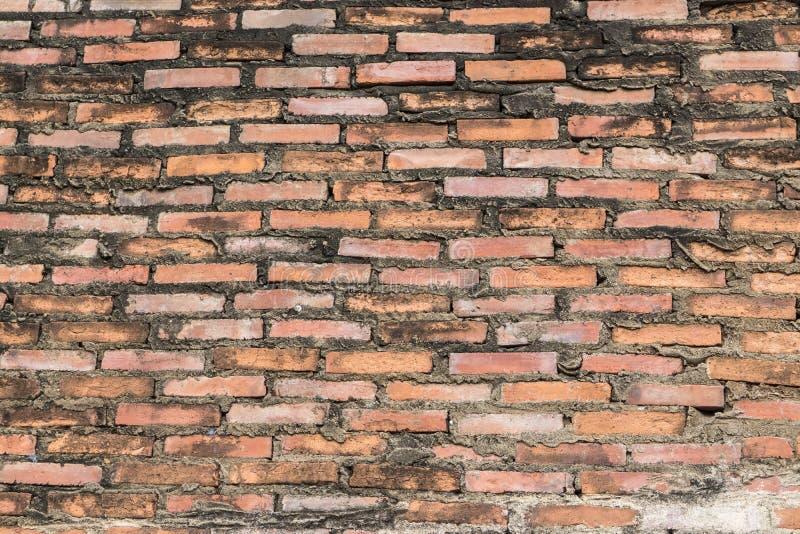 Forntida gammal yttersida för grunge för tegelstenvägg röd med riden ut cementtexturbakgrund royaltyfri foto