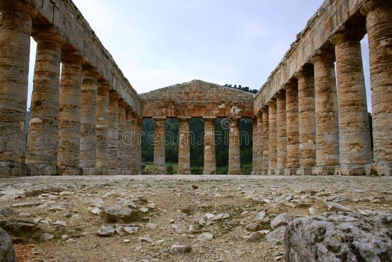 forntida grekiskt segestatempel royaltyfria bilder