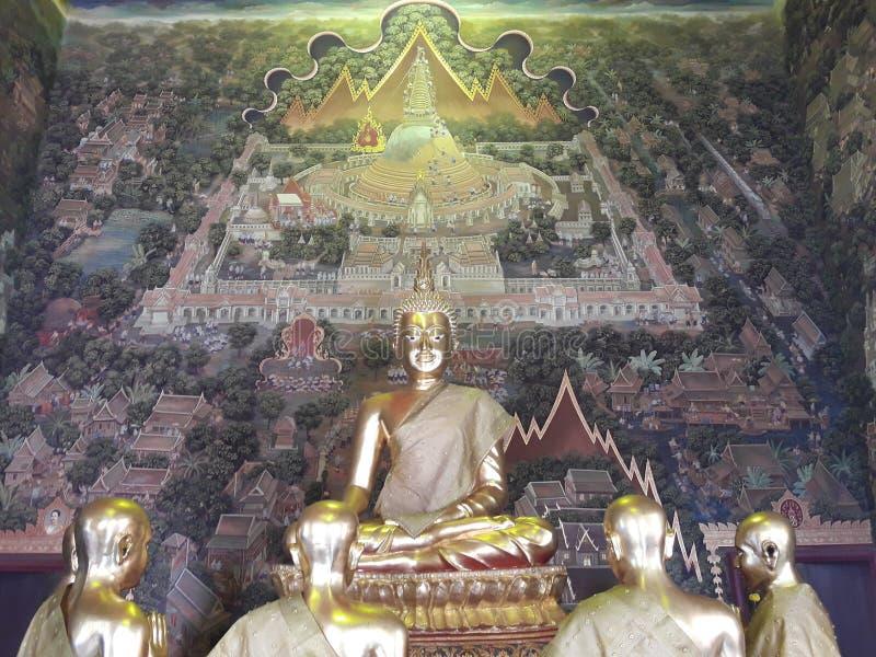 Forntida guld- Buddha i Thailand royaltyfri foto