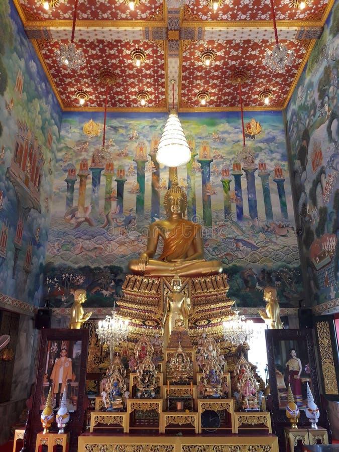 Forntida guld- Buddha i Thailand arkivbilder