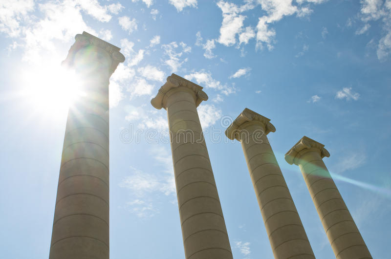 Forntida höga kolonner royaltyfria foton