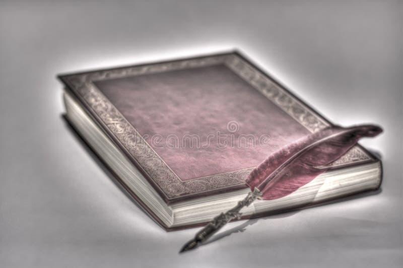 Forntida handstilar på forntida böcker royaltyfri fotografi