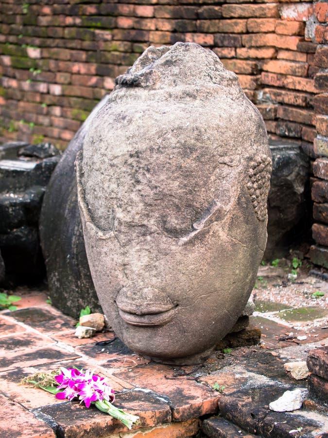 Forntida Head Buddhastaty fotografering för bildbyråer