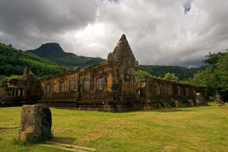 Forntida hinduisk tempel i Laos royaltyfria bilder
