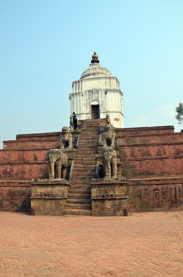 Forntida hinduisk tempel i Nepal royaltyfria bilder