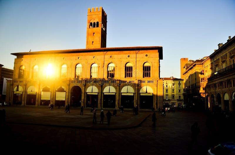 Forntida historiskt regeringbyggande av i det i stadens centrum centret av den gamla italienska staden i Europa arkivfoto