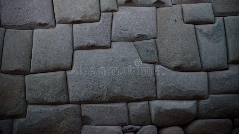 Forntida incastenvägg i staden av Cusco, Peru royaltyfria bilder