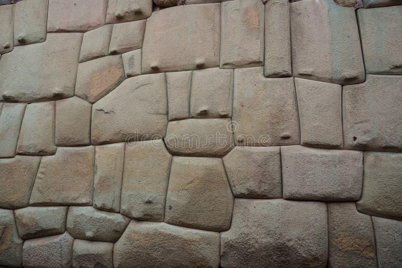 Forntida incastenvägg i staden av Cusco, Peru arkivfoto