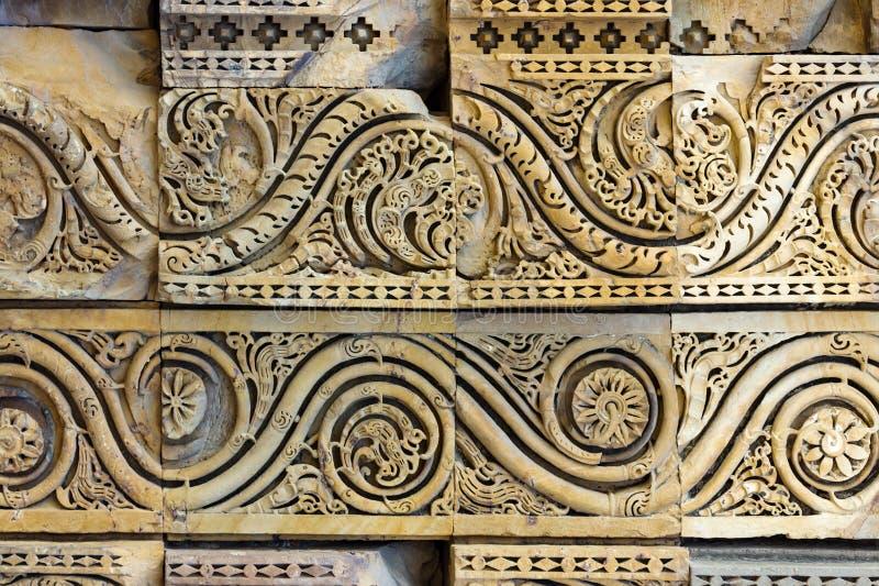 Forntida indisk basrelief arkivfoto
