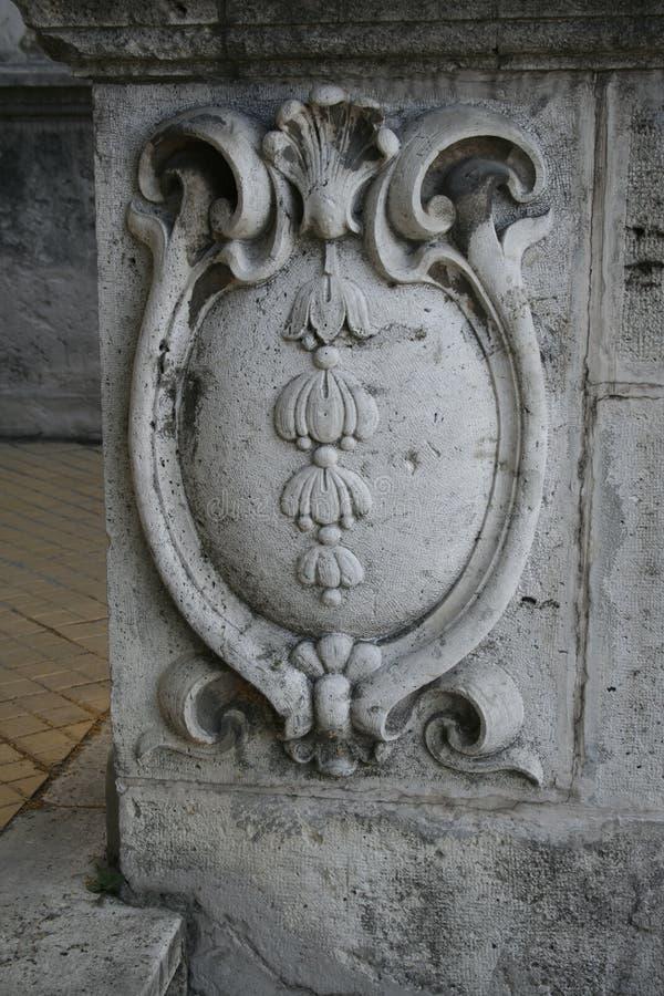 Forntida inskrift på väggen, tegelstenvägg, antikt tecken, bakgrund, romerska texter arkivfoton