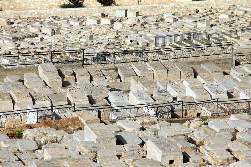 Forntida judisk kyrkogård på Mountet of Olives royaltyfria bilder
