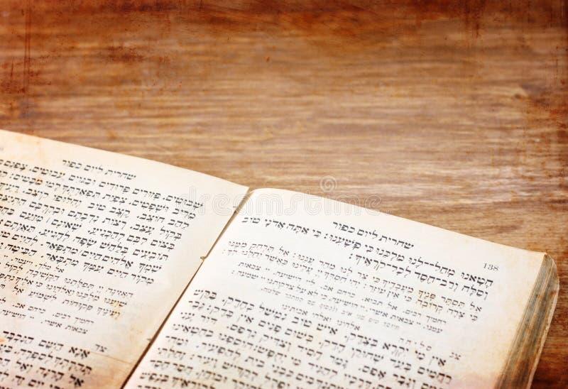 Forntida judisk pic för bönbok royaltyfria bilder