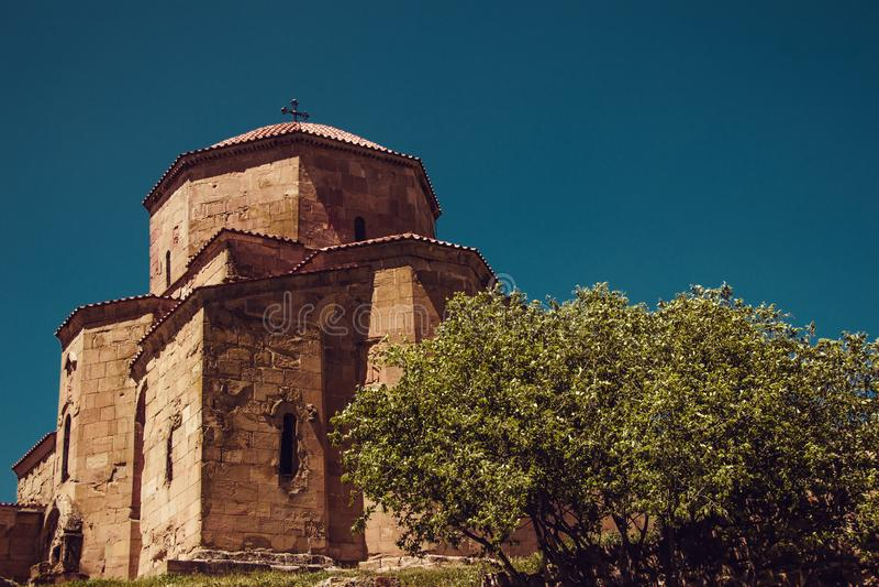 Forntida Jvari kloster, Mtskheta Aff?rsf?retagferie Lopp till Georgia georgian arkitektur bakgrundshimmeljesus religion Turism arkivfoton