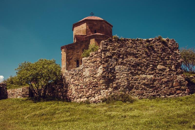 Forntida Jvari kloster, Mtskheta Lopp till Georgia georgian arkitektur bakgrundshimmeljesus religion liten turism f?r bl? dublin  arkivfoto