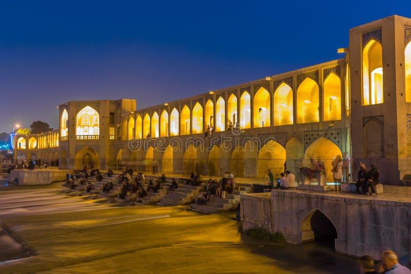 Forntida Khaju bro, Pol-e Khaju, i Isfahan, Iran royaltyfri bild