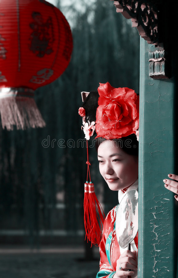 forntida kinesisk klänningflicka arkivbild