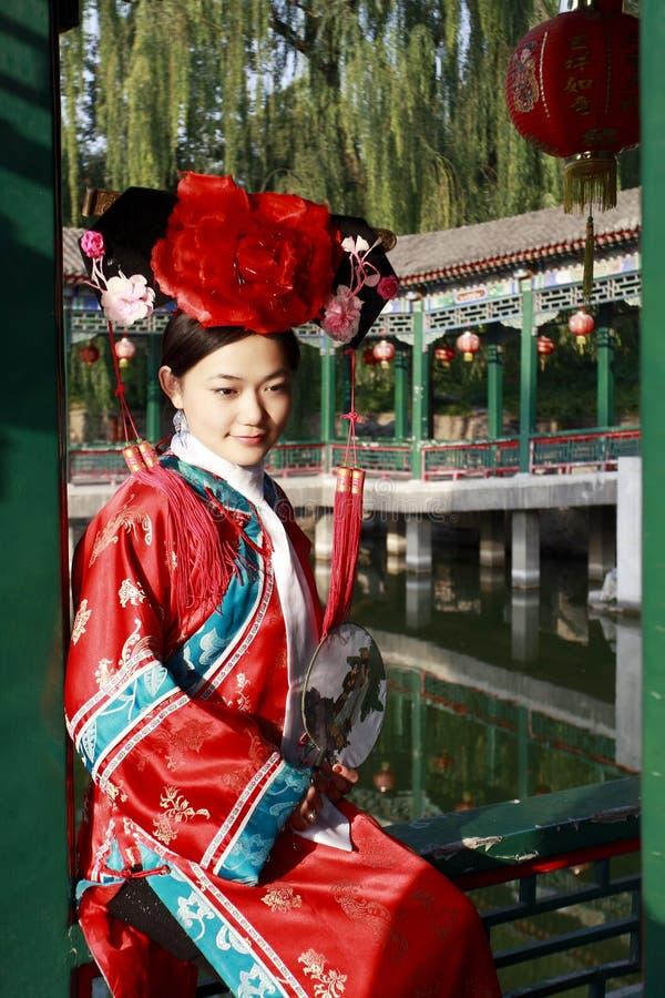 forntida kinesisk klänningflicka royaltyfri fotografi