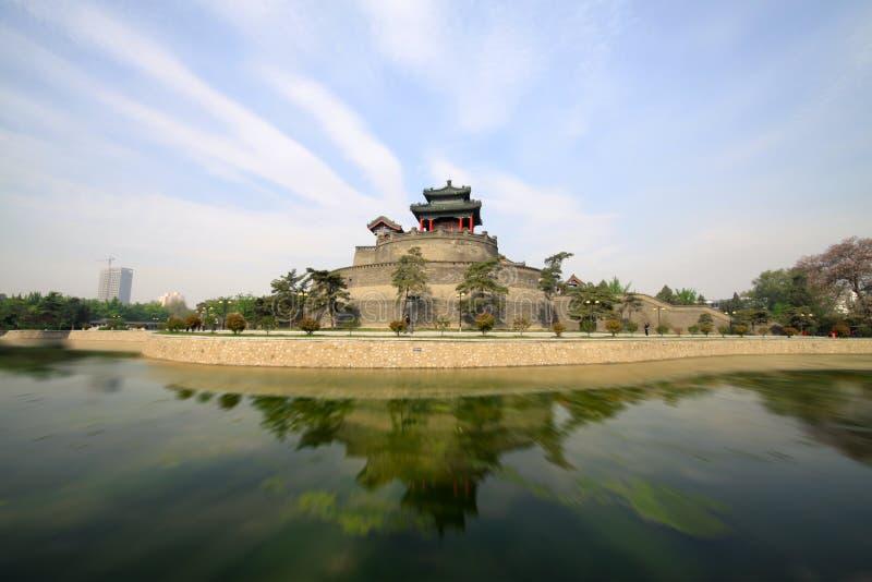 Forntida kinesisk traditionell arkitektur fotografering för bildbyråer