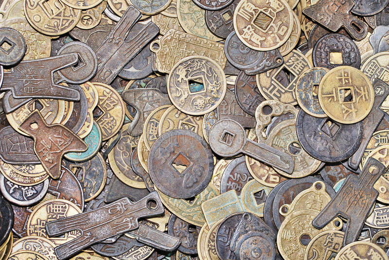 forntida kinesmynt med olika former och former fotografering för bildbyråer