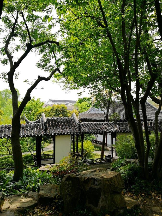 Forntida klassisk trädgård i Suzhou, Kina arkivbild