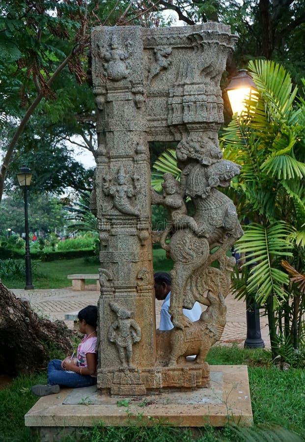 Forntida kolonn på Pondicherry royaltyfria foton