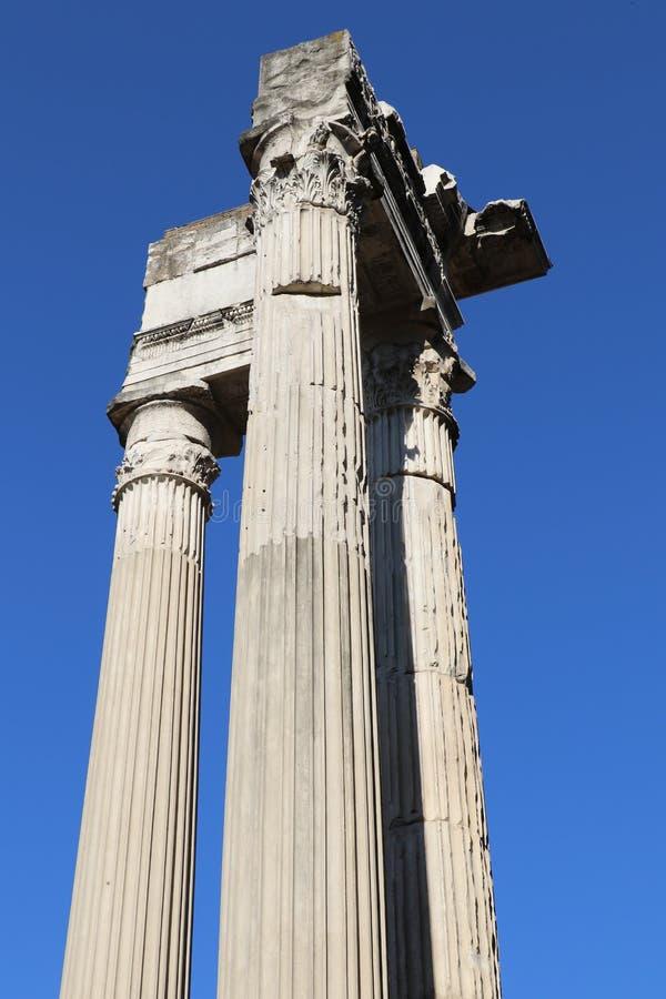 Download Forntida kolonner arkivfoto. Bild av colosseum, roman - 76704218