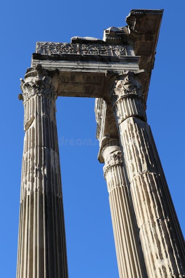 Download Forntida kolonner arkivfoto. Bild av kolonner, colosseum - 76704222
