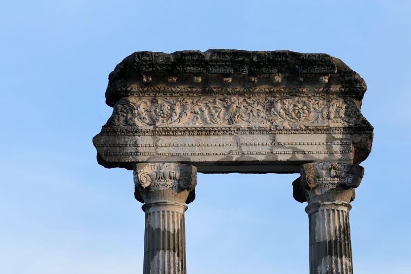Forntida kolonner av Nyon, Schweiz royaltyfria foton