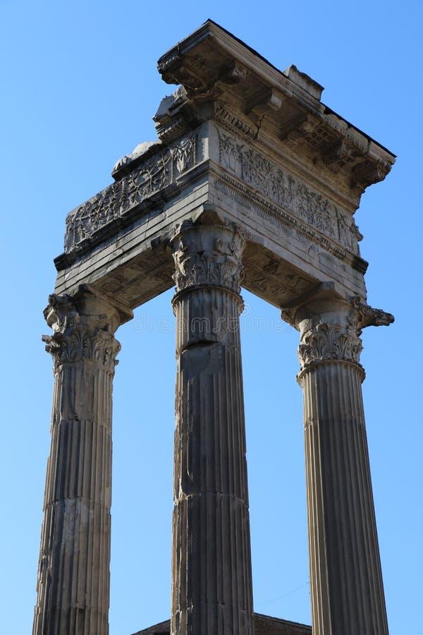 Download Forntida kolonner rome arkivfoto. Bild av nära, kolonner - 76704120