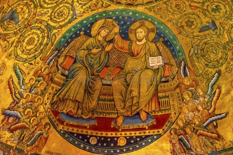 Forntida kröning Mary Mosaic Basilica Santa Maria Maggiore Rome Italien royaltyfria foton
