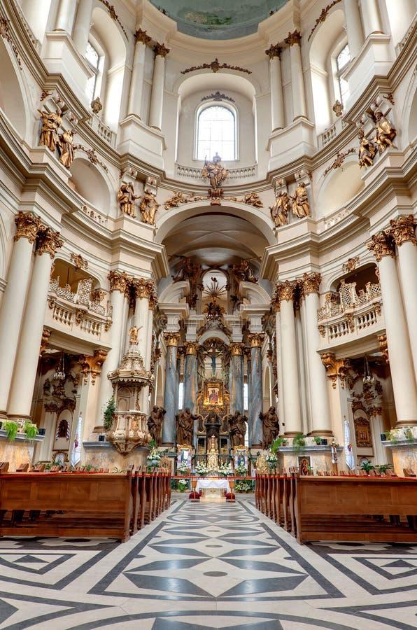 forntida kyrklig interior arkivbild