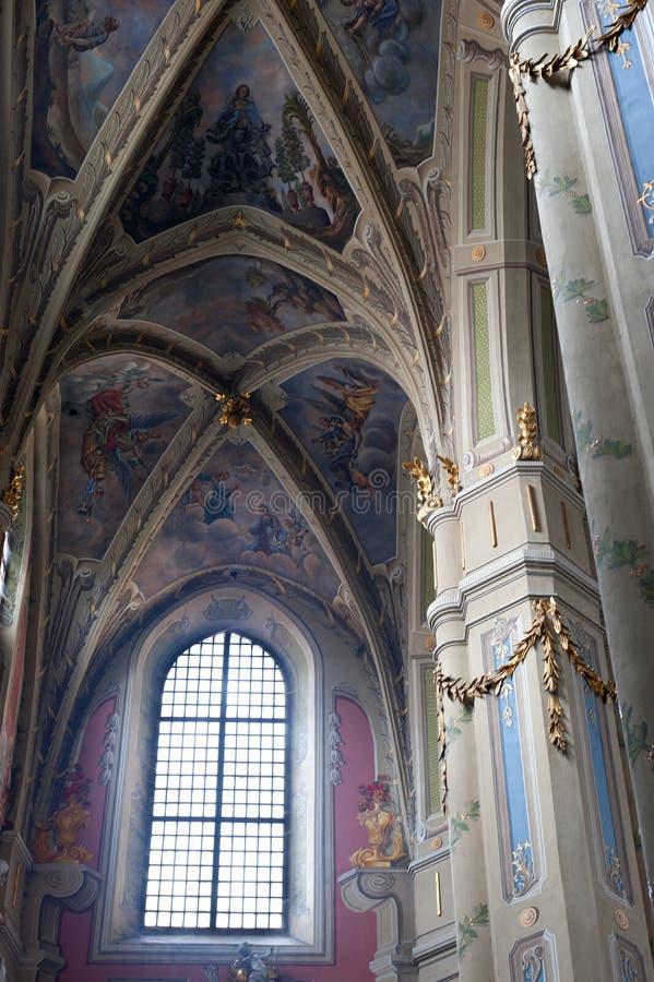 forntida kyrklig interior arkivbilder