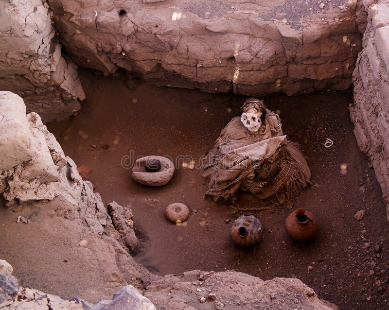 Forntida kyrkogård för preincanazcacivilisation av Chauchilla, Nazca, Peru royaltyfria foton