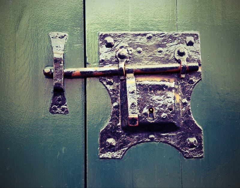 Forntida lås i fast järn fotografering för bildbyråer