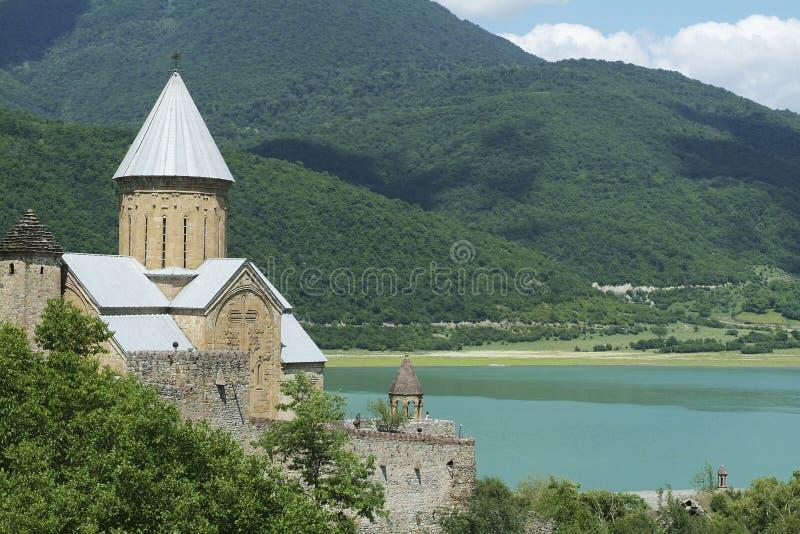 forntida lakekloster nära södra tskhinvali för osse arkivfoto